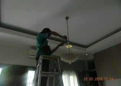 cuci-lampu-kristal-ibu-ning-02