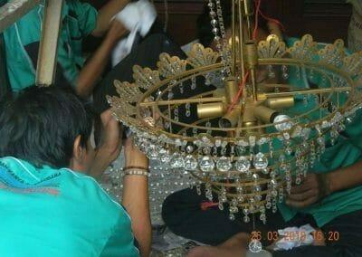 cuci-lampu-kristal-ibu-ning-16