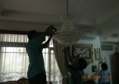 cuci-lampu-kristal-ibu-s-s-14