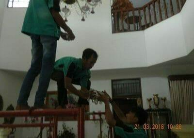 cuci-lampu-kristal-ibu-s-s-16
