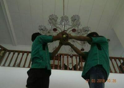 cuci-lampu-kristal-ibu-s-s-18