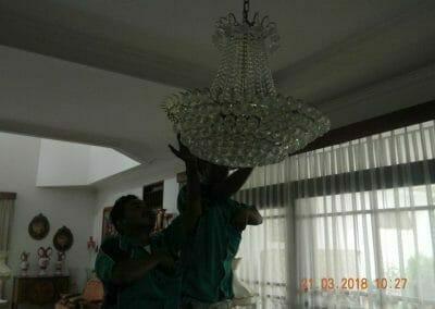 cuci-lampu-kristal-ibu-s-s-19