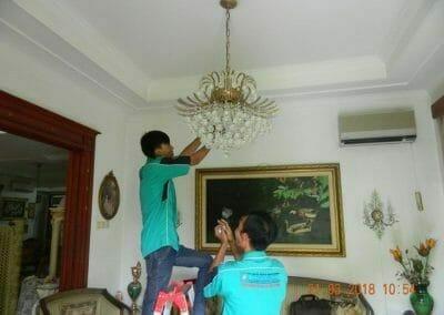 cuci-lampu-kristal-ibu-s-s-25
