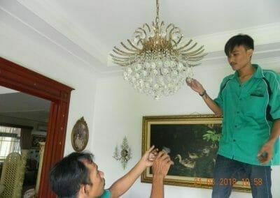 cuci-lampu-kristal-ibu-s-s-28