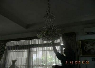 cuci-lampu-kristal-ibu-s-s-43