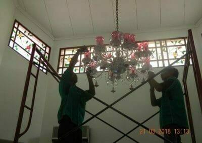 cuci-lampu-kristal-ibu-s-s-44