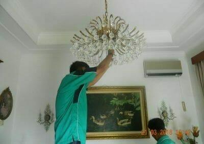 cuci-lampu-kristal-ibu-s-s-47
