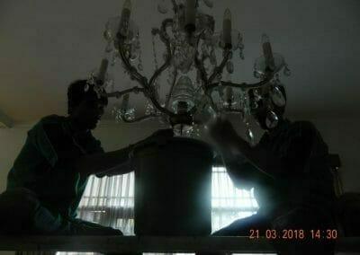 cuci-lampu-kristal-ibu-s-s-49