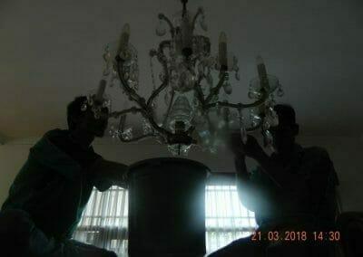 cuci-lampu-kristal-ibu-s-s-50