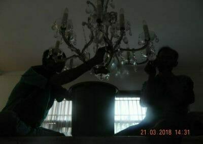 cuci-lampu-kristal-ibu-s-s-51