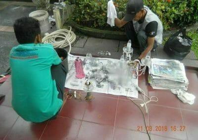 cuci-lampu-kristal-ibu-s-s-65