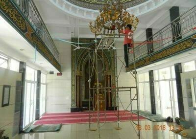cuci-lampu-kristal-masjid-at-taqwa-03