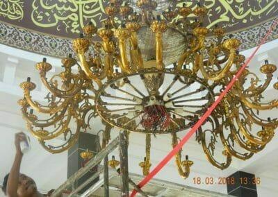 cuci-lampu-kristal-masjid-at-taqwa-14