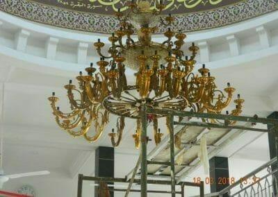 cuci-lampu-kristal-masjid-at-taqwa-17