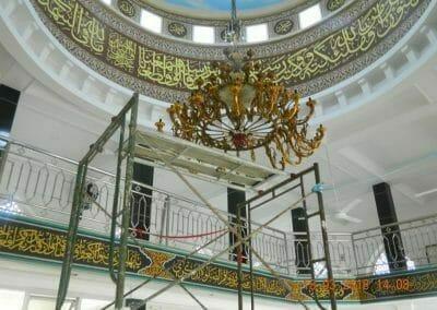 cuci-lampu-kristal-masjid-at-taqwa-22