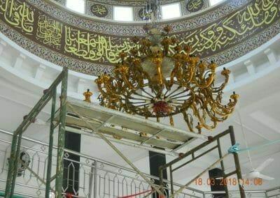 cuci-lampu-kristal-masjid-at-taqwa-23