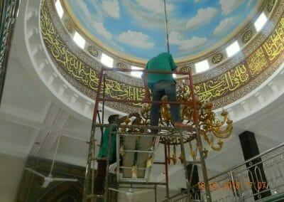 cuci-lampu-kristal-masjid-at-taqwa-25
