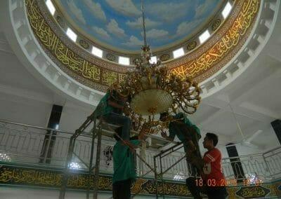 cuci-lampu-kristal-masjid-at-taqwa-28