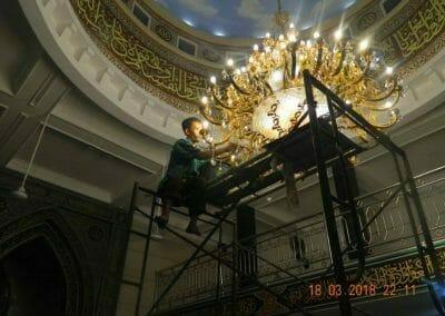 cuci-lampu-kristal-masjid-at-taqwa-35