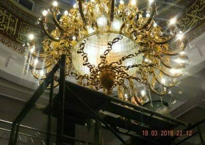 cuci-lampu-kristal-masjid-at-taqwa-37