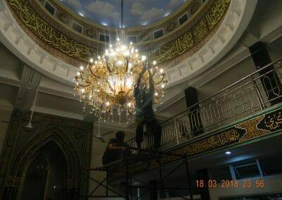 cuci-lampu-kristal-masjid-at-taqwa-41