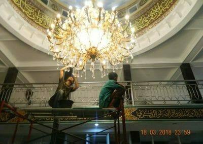 cuci-lampu-kristal-masjid-at-taqwa-42