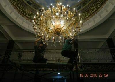 cuci-lampu-kristal-masjid-at-taqwa-43