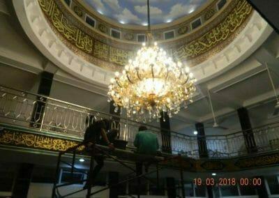 cuci-lampu-kristal-masjid-at-taqwa-45