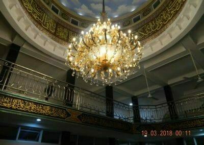 cuci-lampu-kristal-masjid-at-taqwa-51