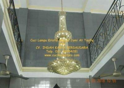 cuci-lampu-kristal-masjid-jami-at-taufiq-01