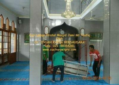 cuci-lampu-kristal-masjid-jami-at-taufiq-02