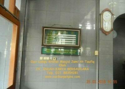cuci-lampu-kristal-masjid-jami-at-taufiq-03