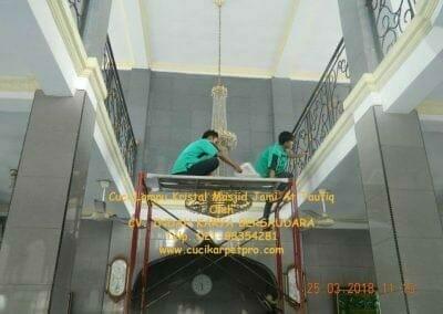 cuci-lampu-kristal-masjid-jami-at-taufiq-16