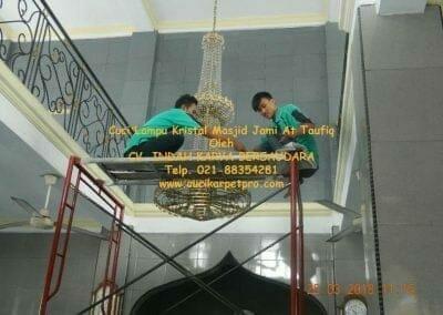 cuci-lampu-kristal-masjid-jami-at-taufiq-19