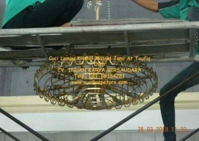 cuci-lampu-kristal-masjid-jami-at-taufiq-22