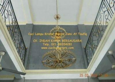 cuci-lampu-kristal-masjid-jami-at-taufiq-28