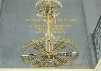 cuci-lampu-kristal-masjid-jami-at-taufiq-29