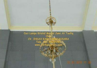 cuci-lampu-kristal-masjid-jami-at-taufiq-30