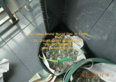 cuci-lampu-kristal-masjid-jami-at-taufiq-32