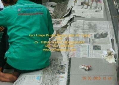 cuci-lampu-kristal-masjid-jami-at-taufiq-35