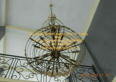 cuci-lampu-kristal-masjid-jami-at-taufiq-36
