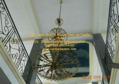 cuci-lampu-kristal-masjid-jami-at-taufiq-37