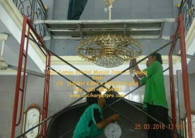 cuci-lampu-kristal-masjid-jami-at-taufiq-40