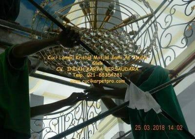 cuci-lampu-kristal-masjid-jami-at-taufiq-42