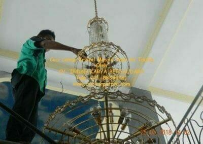 cuci-lampu-kristal-masjid-jami-at-taufiq-43
