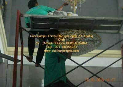 cuci-lampu-kristal-masjid-jami-at-taufiq-45