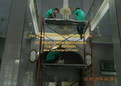 cuci-lampu-kristal-masjid-jami-at-taufiq-48