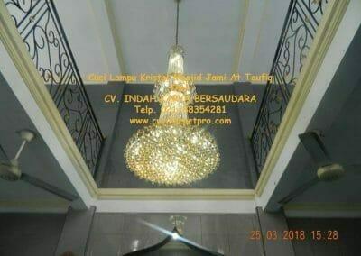 cuci-lampu-kristal-masjid-jami-at-taufiq-49