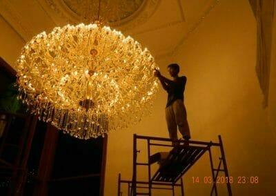 pasang-lampu-kristal-bapak-danny-01