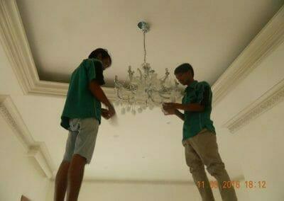 pasang-lampu-kristal-bapak-danny-24
